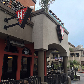 Huntington Beach Main Street, California Location - BJ's Restaurant & Brewhouse