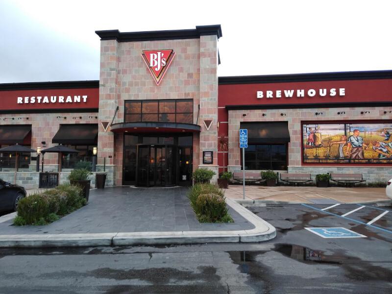 Salinas, California Location - BJ's Restaurant & Brewhouse